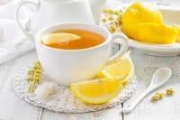 Dieci consigli per avere i massimi benefici da una tazza di tè (con il miele)