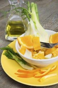 Finocchi, arance e olio di oliva per creare una gustosa insalata