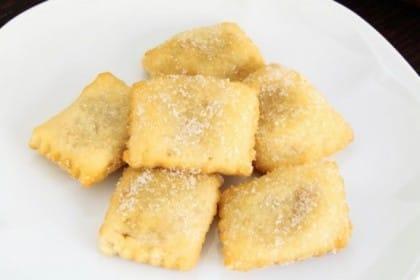 Ravioli dolci al forno con cannella e ricotta