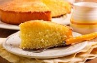La torta dei sette vasetti: la ricetta per prepararla velocemente senza pesare gli ingredienti