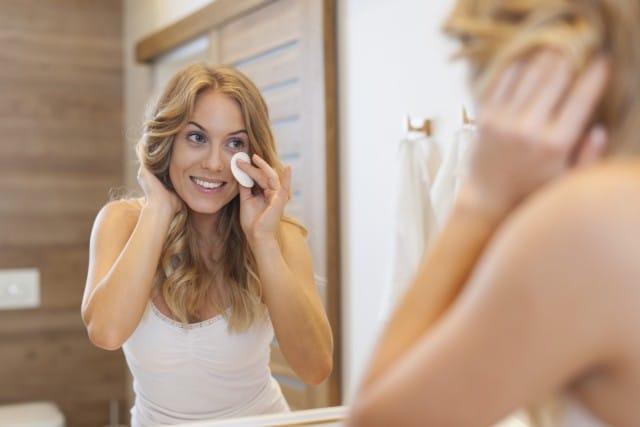 Pelle del viso screpolata: tutti i rimedi naturali per nutrirla e idratarla