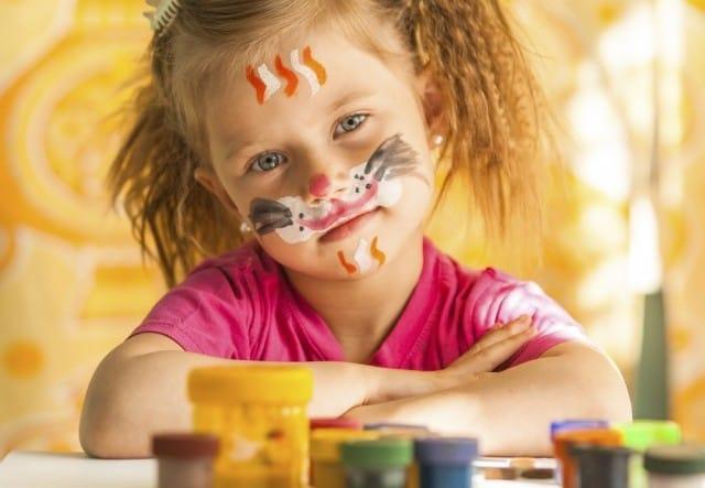 Disegnare con le spezie, un gioco speciale per far divertire i bambini | Foto