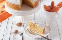 Torta di carote e mandorle: la ricetta senza la farina tra gli ingredienti