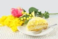 Torta mimosa: la ricetta facile di un dolce originale, dal ripieno cremoso e delicato