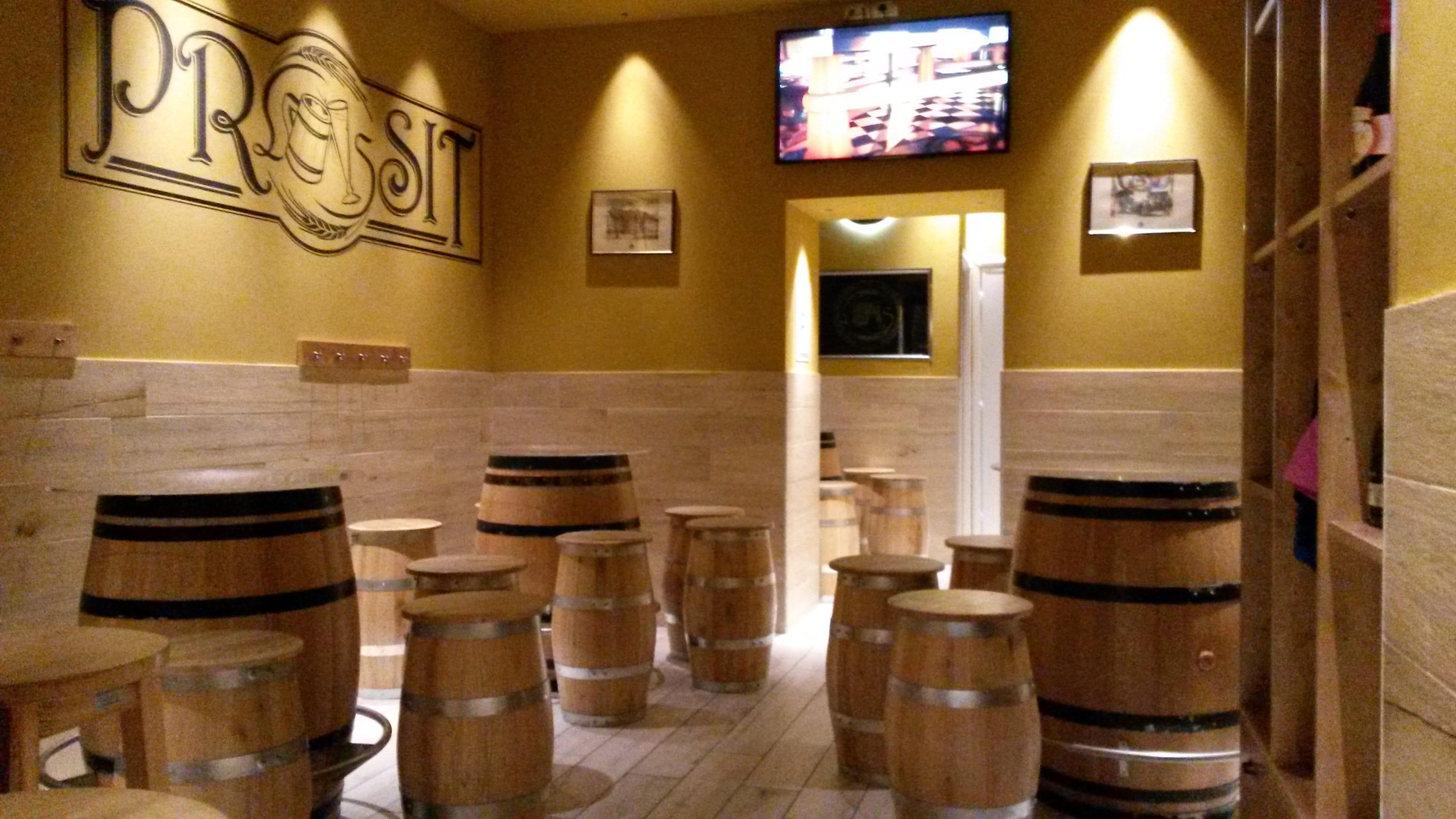 Riciclo botti vino alla falegnameria briganti di cesena for Botti usate per arredamento