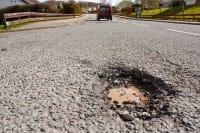 Lavori stradali, diventano infiniti perché non ricicliamo l'asfalto rimosso. Che finisce in discarica