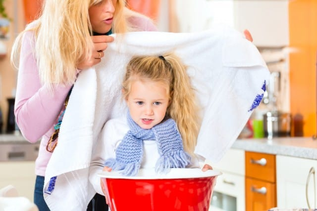 Suffumigi: ecco come eseguire la tecnica con i bambini per tosse e raffreddore