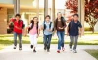 Andare a scuola a piedi: ecco tutti i vantaggi. Bambini più autonomi e ginnastica naturale