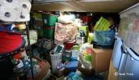 Garage sommerso da oggetti