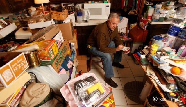 Una casa con troppe cose dentro: l'ossessione degli oggetti ci può anche soffocare