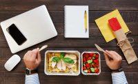 Pranzare in ufficio in modo sano ed ecosostenibile: idee e consigli green