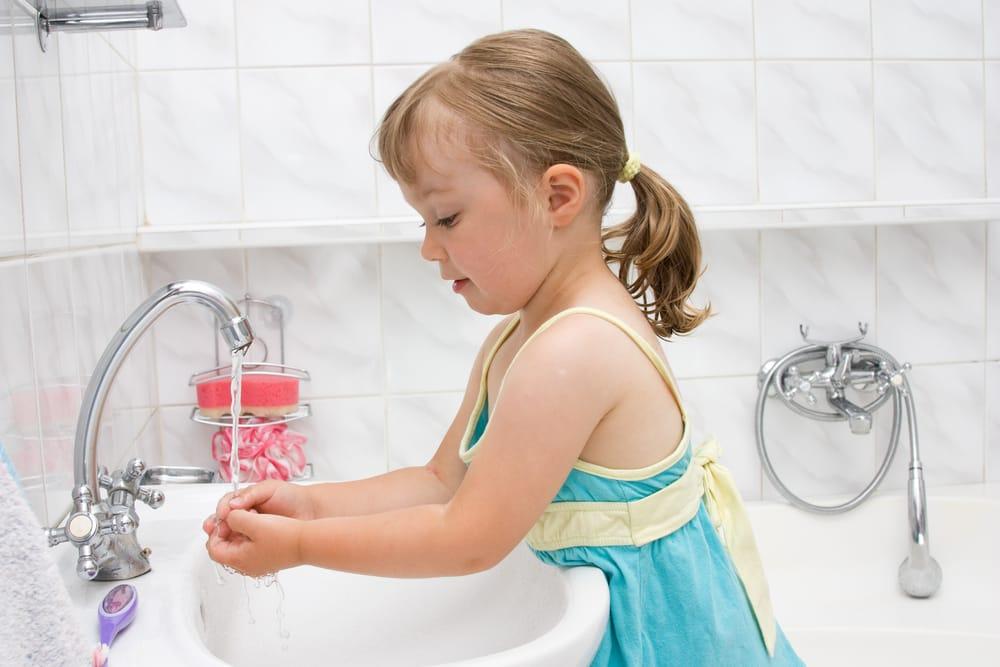 Come insegnare ai bambini a non sprecare acqua. Cinque regole molto semplici
