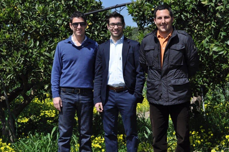 Contadini per passione: tre giovani siciliani coltivano le arance in modo sostenibile per rivenderle in rete