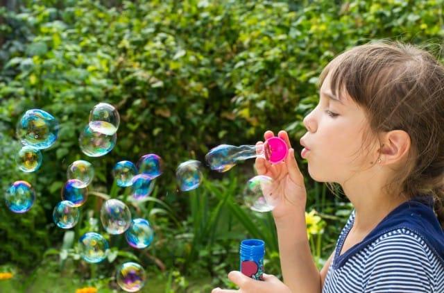 I nostri figli sono malati di fretta: ecco come possiamo aiutarli in maniera intelligente