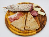 Torta al testo: la ricetta di un piatto tipico della cucina umbra, ricco di gusto