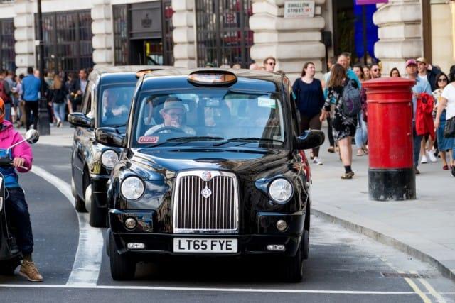 taxi-elettrici-londra-risparmio-emissioni-inquinanti (2)