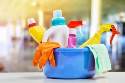 Detersivi naturali fai da te con l'aceto: ottimi per le pulizie ecologiche