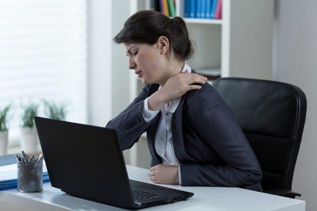 Rischi della vita sedentaria, danneggia cuore e cervello. Non rimanete seduti alla scrivania troppo a lungo