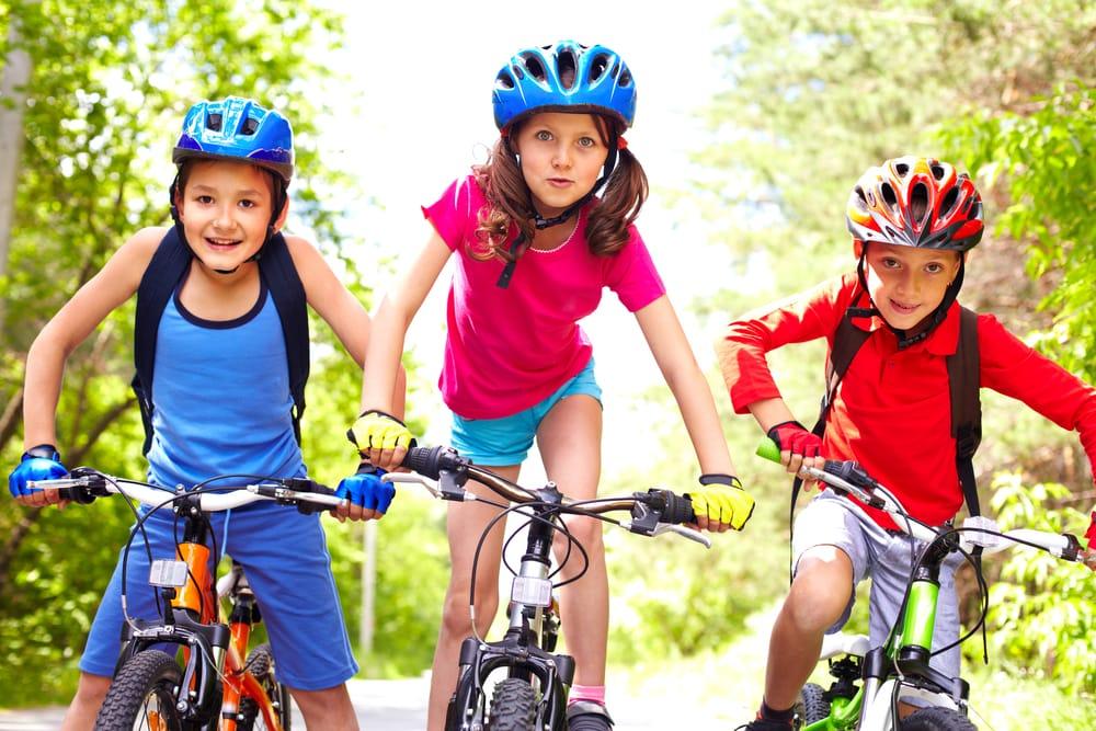 Bimbi in bicicletta