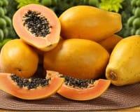 Gli effetti benefici per la salute della papaya e la ricetta di un salutare centrifugato