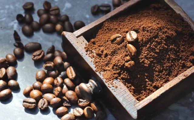 Plastica bio: adesso si estrae dagli avanzi del caffè e del prezzemolo