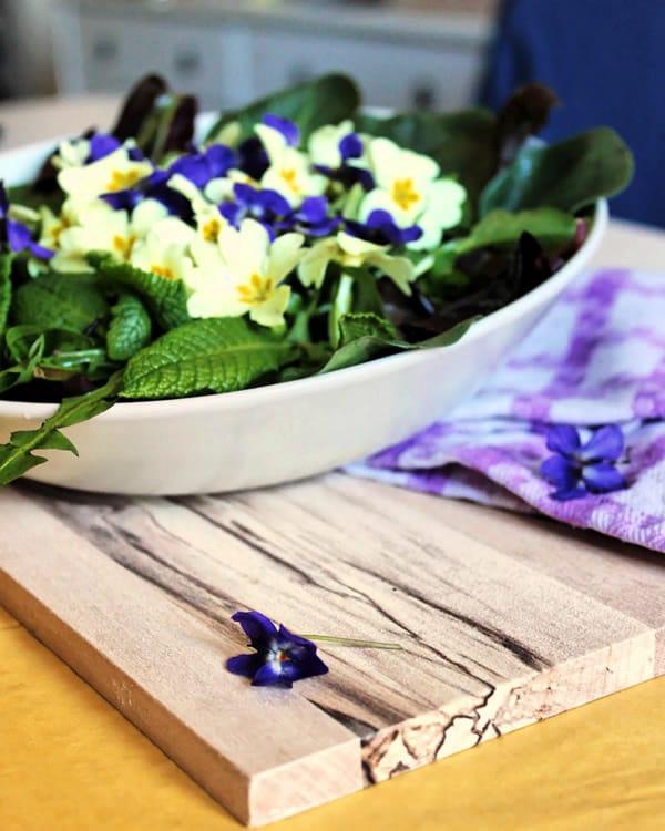 Ricetta insalata di primule viole e cicorini selvatici - Non Sprecare