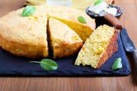 Torta di farina gialla: per realizzarla basta una tazza. La ricetta