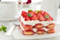 Tiramisù alle fragole: la ricetta che recupera la frutta matura
