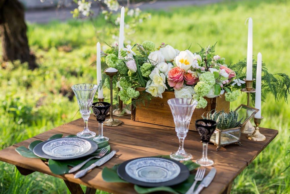 Come apparecchiare la tavola in estate: idee curiose e decorazioni floreali fai da te