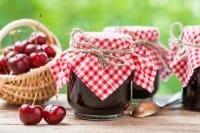 Marmellata di ciliegie: la ricetta per prepararla in casa, anche con il bimby