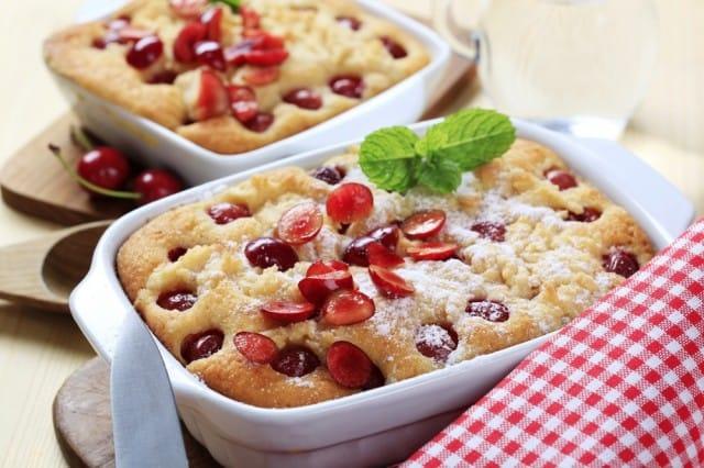 Torta di ciliegie: la ricetta con frutta golosa e ricotta fresca