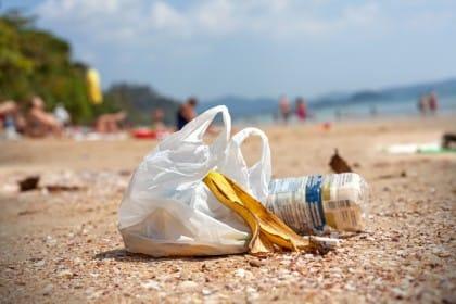 rifiuti sulle spiagge