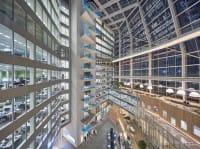 The Edge è il palazzo più green del mondo. Si alimenta con 4mila metri di pannelli solari