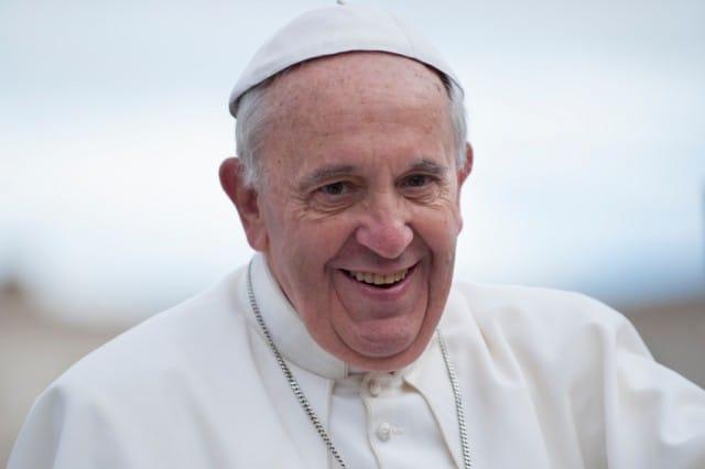 Il Papa che non spreca: così Francesco sta cambiando tutto il Vaticano