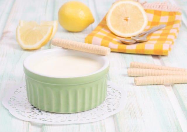 Crema di limone all'acqua: una ricetta golosa senza latte, ideale per chi è intollerante