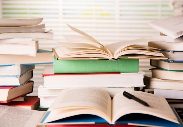 Libri scolastici, il risparmio arriva dal web e innanzitutto dalle bancarelle