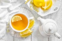 Un buon tè ha bisogno di almeno sei minuti di infusione. E serve sempre la teiera