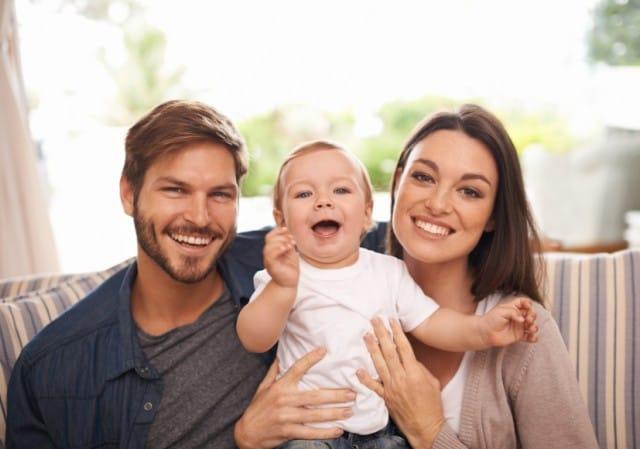 Arriva il bebè e la coppia rischia. Come salvare il matrimonio in 10 mosse