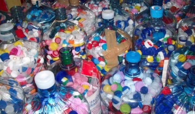 recupero-tappi-plastica-roma-tappiamo-valmelaina-associazione-agora (1)
