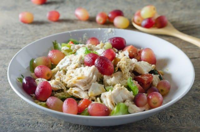 Pollo all'uva: la ricetta per un secondo piatto nutriente e ricco di gusto