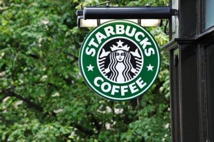 Lo sbarco di Starbucks a Milano: perché siamo diventati una colonia anche nel caffè?