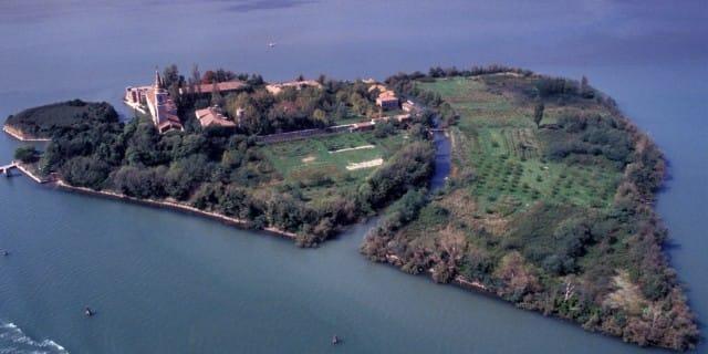 A Venezia i cittadini si tassano per affittare un'isola dello Stato e farne un grande parco