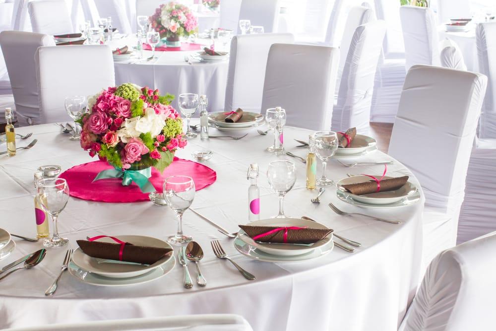 Due sposi invitano al banchetto 25 poveri come ospiti d'onore