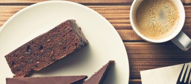 La ricetta della torta con i fondi di caffè, dal libro 'In cucina non si buttava niente'