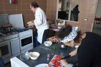 Nasce la Trattoria Popolare a Monza: chi non può pagare dà una mano in cucina
