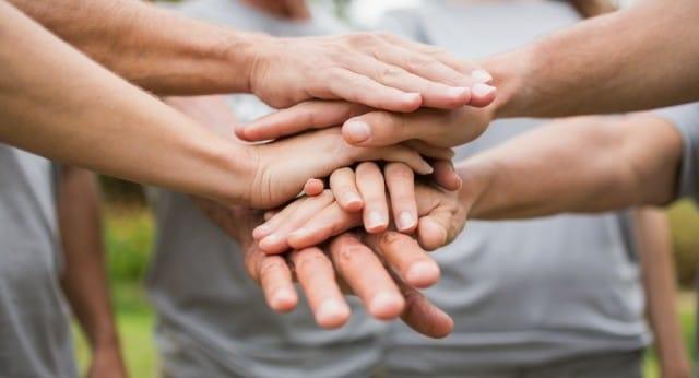 Possiamo insegnare l'altruismo? Tutti i vantaggi della forza del gruppo