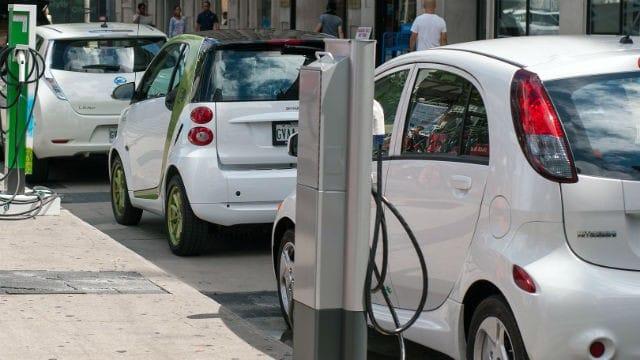 Via libera alla trasformazione delle vecchie auto in vetture elettriche
