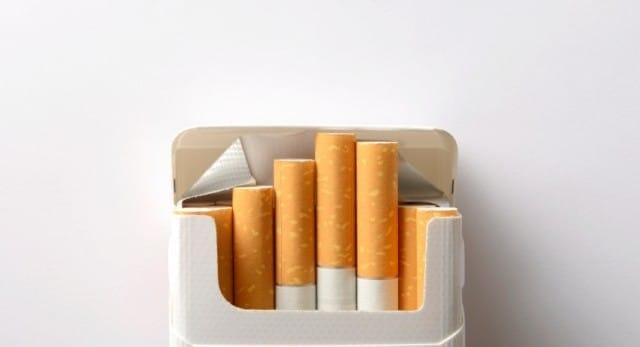 Lotta contro il fumo: in Francia una legge consente solo pacchetti anonimi