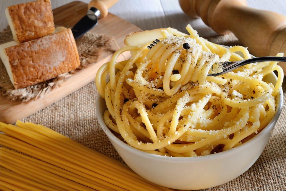 Ricetta spaghetti cacio e pepe non sprecare for Cucina romana ricette