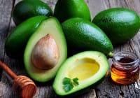Avocado, 10 buoni motivi per mangiarlo. Aiuta  il cuore e riduce le rughe